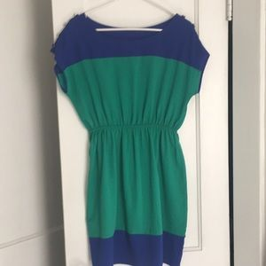 Short sleeve dress with button details
